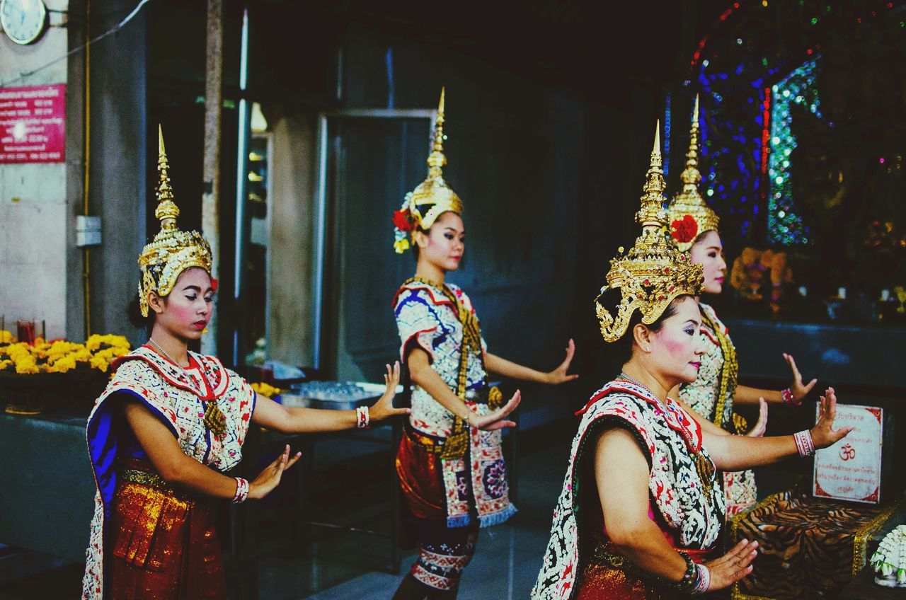 Thai traditional dance for Budha Bangkok Streets By ArtCam EyeEm Best Shots Popular Photos Open Edit Urban Exploring The Traveler - 2015 EyeEm Awards The Photojournalist - 2015 EyeEm Awards The Moment - 2015 EyeEm Awards Untold Stories Spotted In Thailand Carnival Crowds And Details