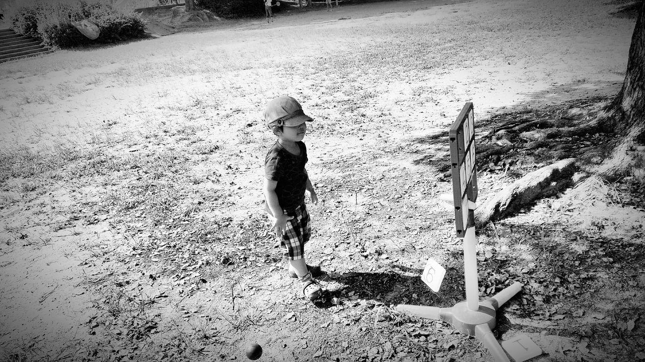 [16.08.21] ちかいから。 Child Outdoors Day Park Person People Toy Pixlr Toys Enjoying Life Black & White Japan Creative Light And Shadow Cool Japan Japanese  Monochrome Black And White One Person Playing Game