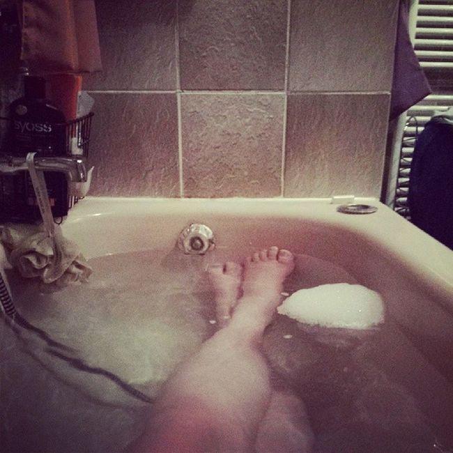 Genau das richtige heute..... Badewanne Inmybathroom ItsDecember Winter2013 kerzenlicht