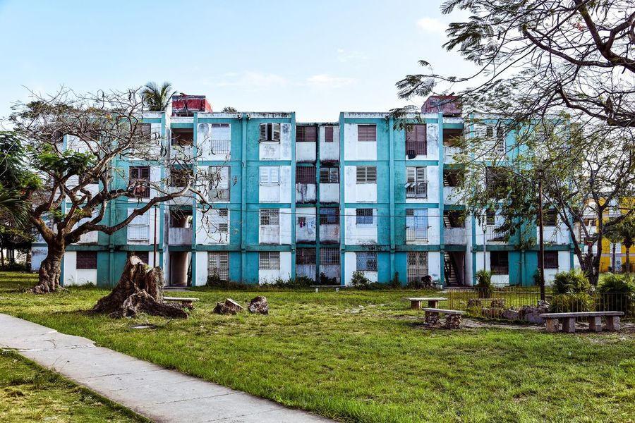 Building Exterior Architecture Built Structure Tree Outdoors Sky Day Grass No People Clear Sky Nature Animal Themes Santa Clara Cuba Cuba
