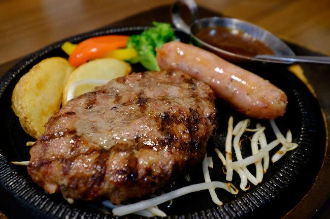スエヒロ館のハンバーグとフランクフルトソーセージ Food Foodphotography Foodporn Fujifilm Fujifilm X-E2 Fujifilm_xseries Hamburg Steak Japan Meat Sausage ソーセージ ハンバーグ フランクフルト