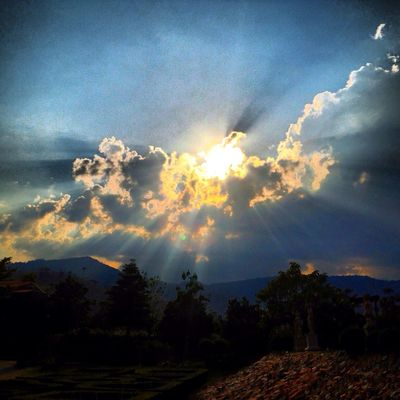 #sunset #sun #clouds #skylovers #sky #nature #beautifulinnature #naturalbeauty #photography #landscape at Tuscany by Lekaruss