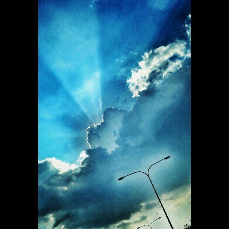 Sinar mentari di lindungi awan. Cloud ILoveSky Awan Awanbiru love scenery beautifulmalaysia NikonD3100 annajeffdesign