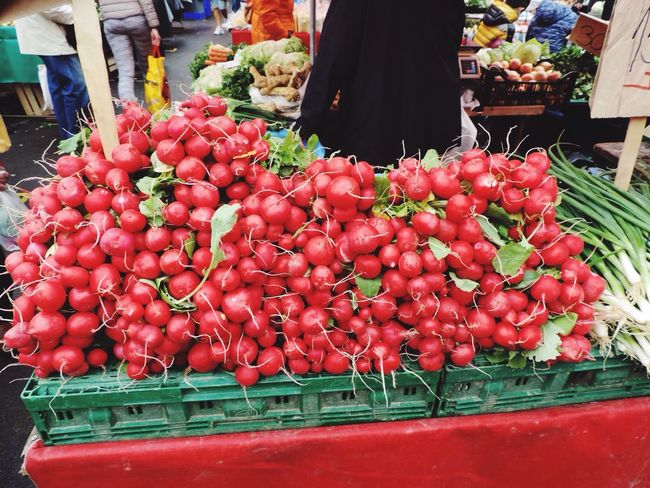Radish Market Market Stall Art Of Buying And Selling EyeEm Gallery EyeEm Best Shots Saturday Mornings Marketplace Working At The Market Market Crowds