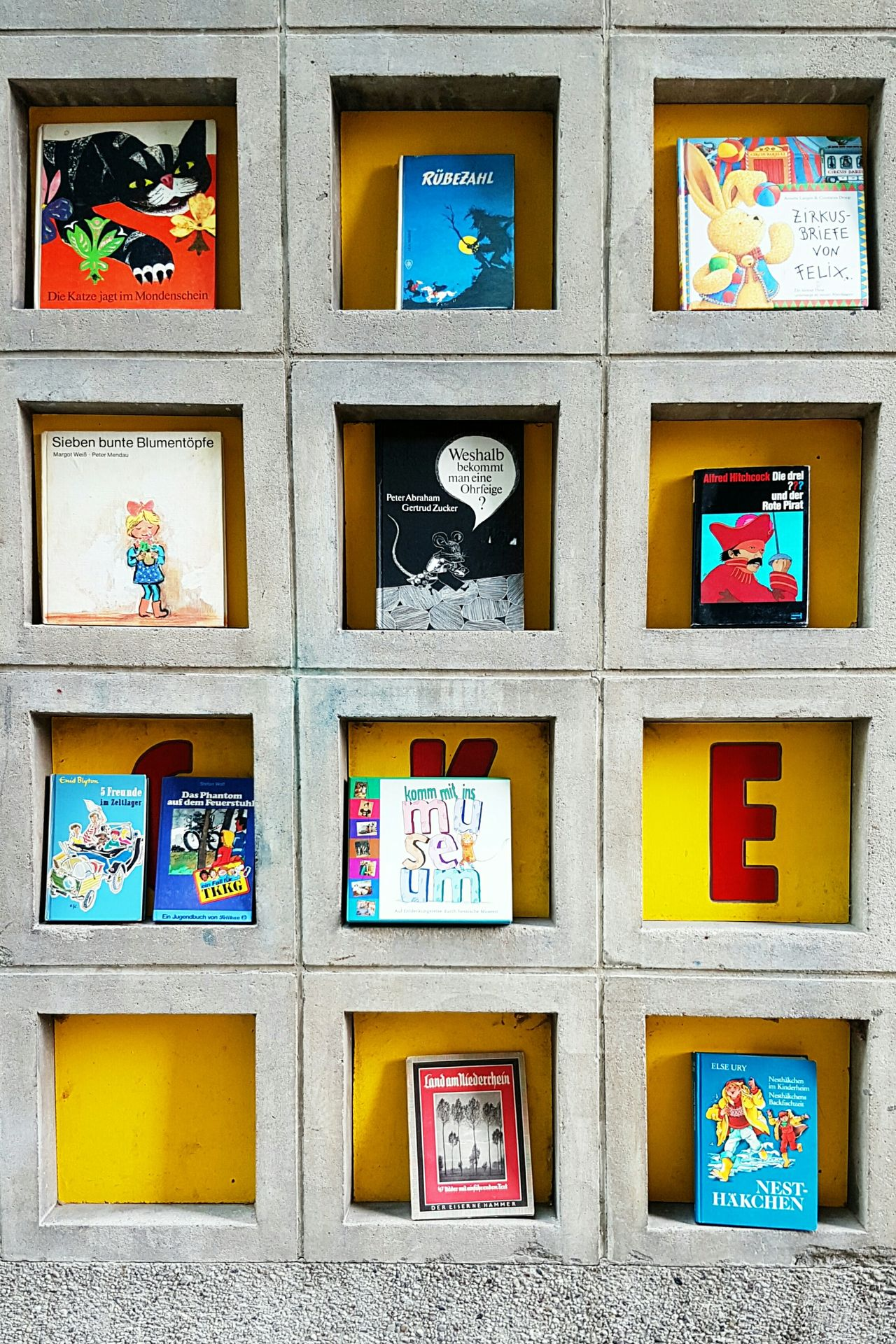 Picoftheday Photooftheday Full Frame Backgrounds Window Bookstagram Booklover BookLovers