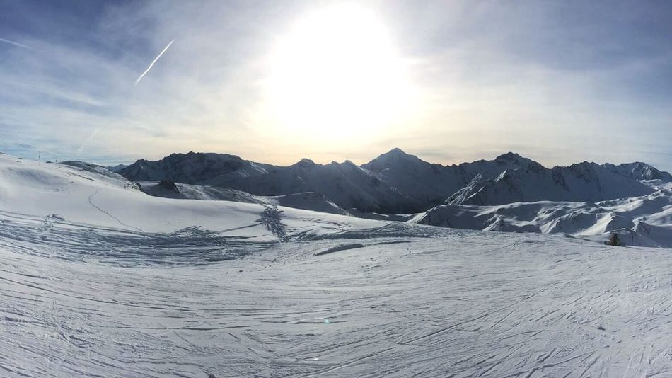 Goodmorning! It's a new dawn, it's a new day!!! Feeling Good Sun Mountain Skiing Cold Temperature Winter Snow Outdoors Valmeinier Follow4follow