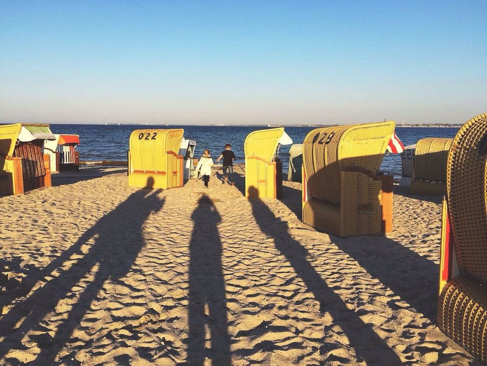 Popular Photos Friends Fun Happy Light And Shadow Hanging Out Germany Ocean Beach Sand The Week Of Eyeem Silhouette Most Underated Check This Out Popular Sunshine Warm Colors Holidays Bestoftheday Tranquility Good Morning VSCO Vscocam Shadow