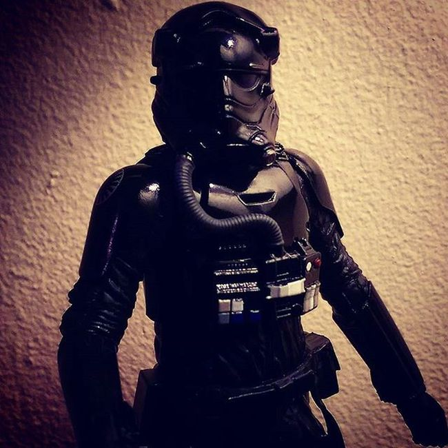 New addition to the collection - the First Order TIE Fighter Pilot. Starwarsblackseries StarWarsCollector Firstorder Tiefighter ForceAwakens Starwarstoypix Starwarstoyfigs HasbroStarWars StarWarsPortraits