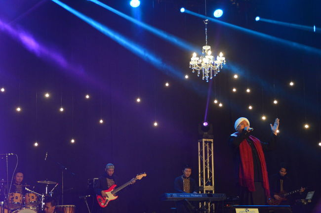 Arts Culture And Entertainment City Concert Enjoyment Fun Illuminated Islamic Concert Leisure Activity Lifestyles Lighting Equipment Low Angle View Male Singer Multi Colored Nasheed Nasyid Night Opick