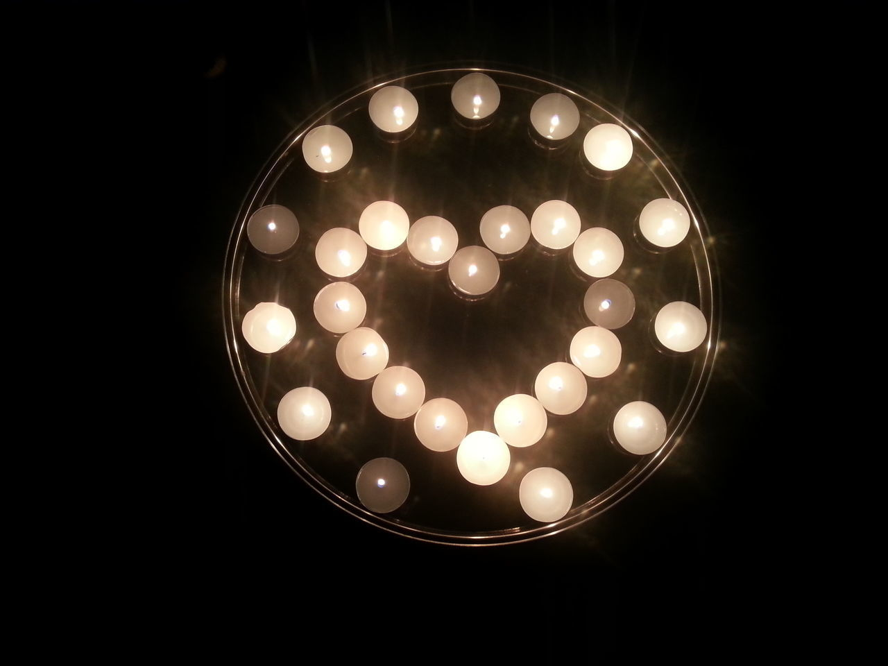 Circle Darkness And Light Heart Shape Illuminated Indoors  Shinee Shiny Shine Silver Plate Tealights