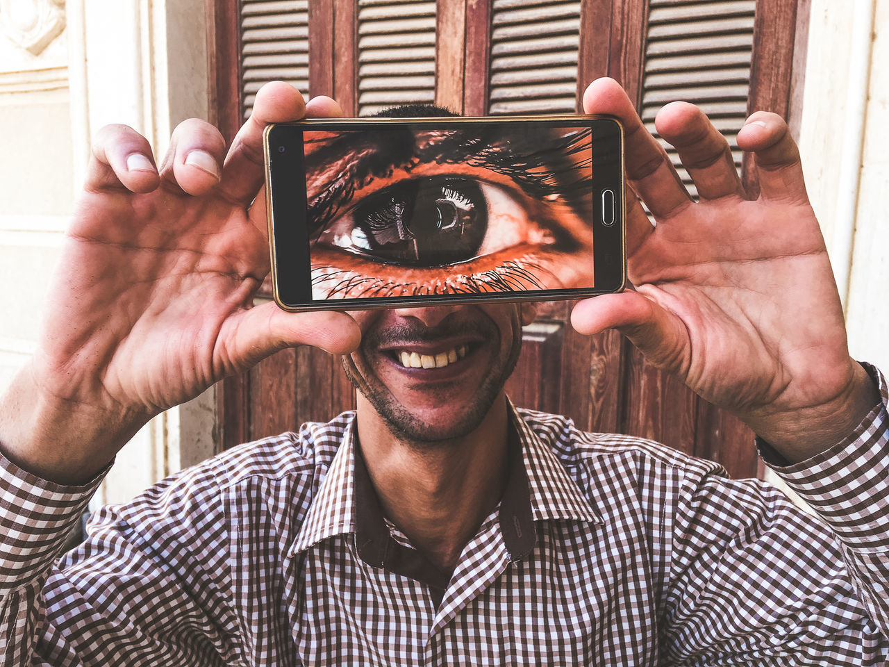 Adult Adults Only Big Eye Cyclop Cheerful Close-up Exceptional Photographs EyeEm Best Shots Cyclops Full Screen Funny Happiness Headshot Holding Hands Human Hand Mobile Conversations Mobile Phone One Man Only One Person Popular Photos Portrait Smiling Wireless Technology Young Adult Cyclopes