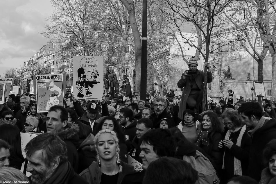 Attentat Attentats Celebration Charlie Charliehebdo City Life Cultures Day Enjoyment Large Group Of People Manifestation Contre Le Terrorisme Mixed Age Range Paris Real People Sitting