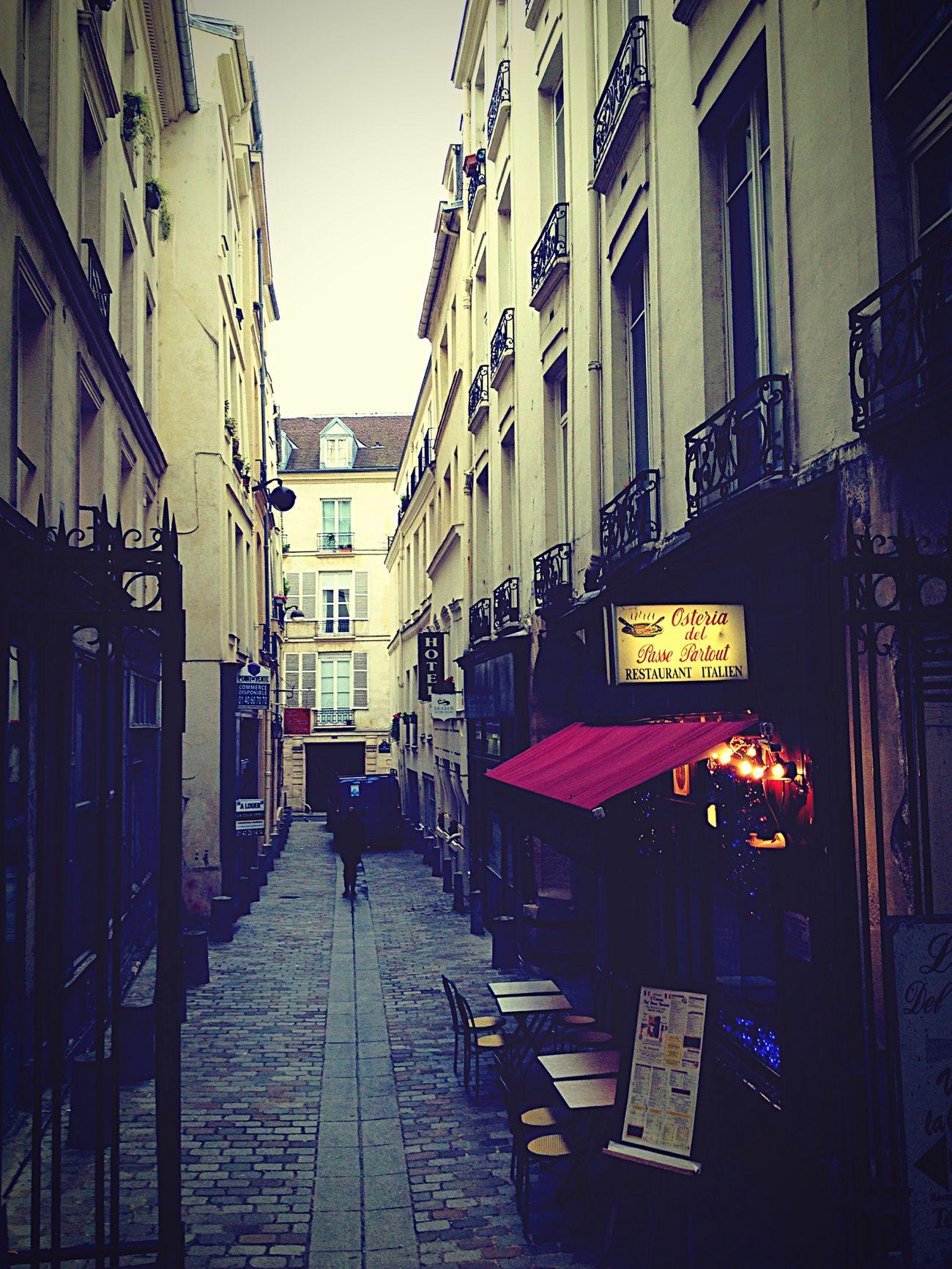 Paris ❤ Fontaine Saint-Michel Paris Street Photography Rue