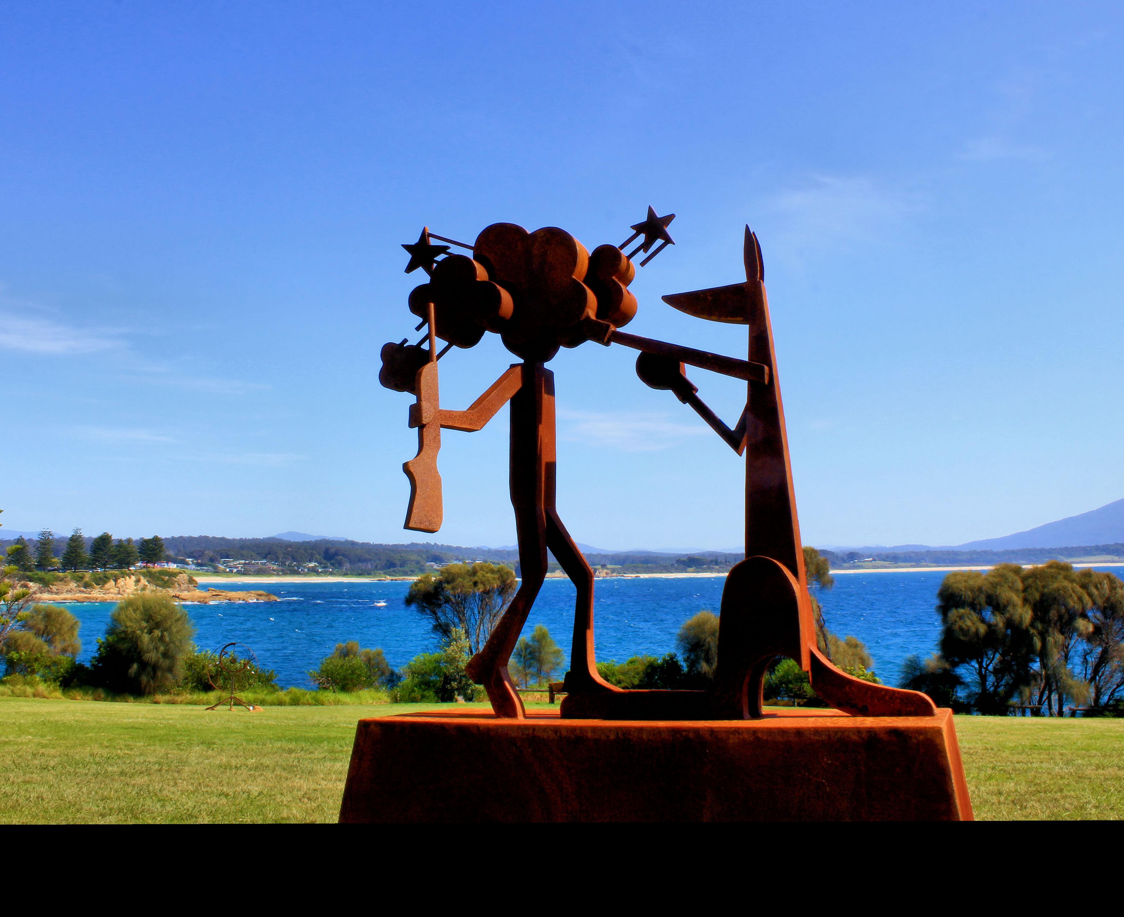 The boxing Kangaroo getting his revenge on the hunter lol Australia Blue Boxing Kangaroo By The Sea Hunter Kangaroo Metal Sculpture Outdoors Sculptures Sea Sky Sculptures By The Sea