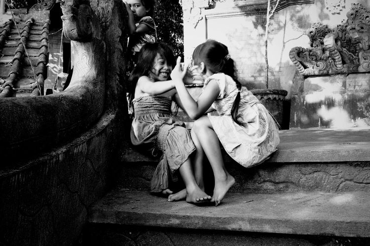 """ happiness is simple "" Street Photography Street Life Streetview Street Portrait Streetphoto_bw Streetphotography_bw Indonesian Traditional Indonesianculture Indonesiancultures Indonesiantraditionalgame"
