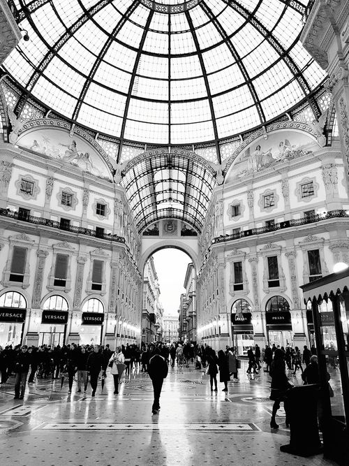 EyeEm Selects Blackandwhitephotography Blackandwhite Landscape Investing In Quality Of Life EyeEmNewHere The Great Outdoors - 2017 EyeEm Awards The Street Photographer - 2017 EyeEm Awards EyeEm Gallery Streetphotography Breathing Space Outdoors Cityscape Milano Low Angle View City Street Architecture Day People