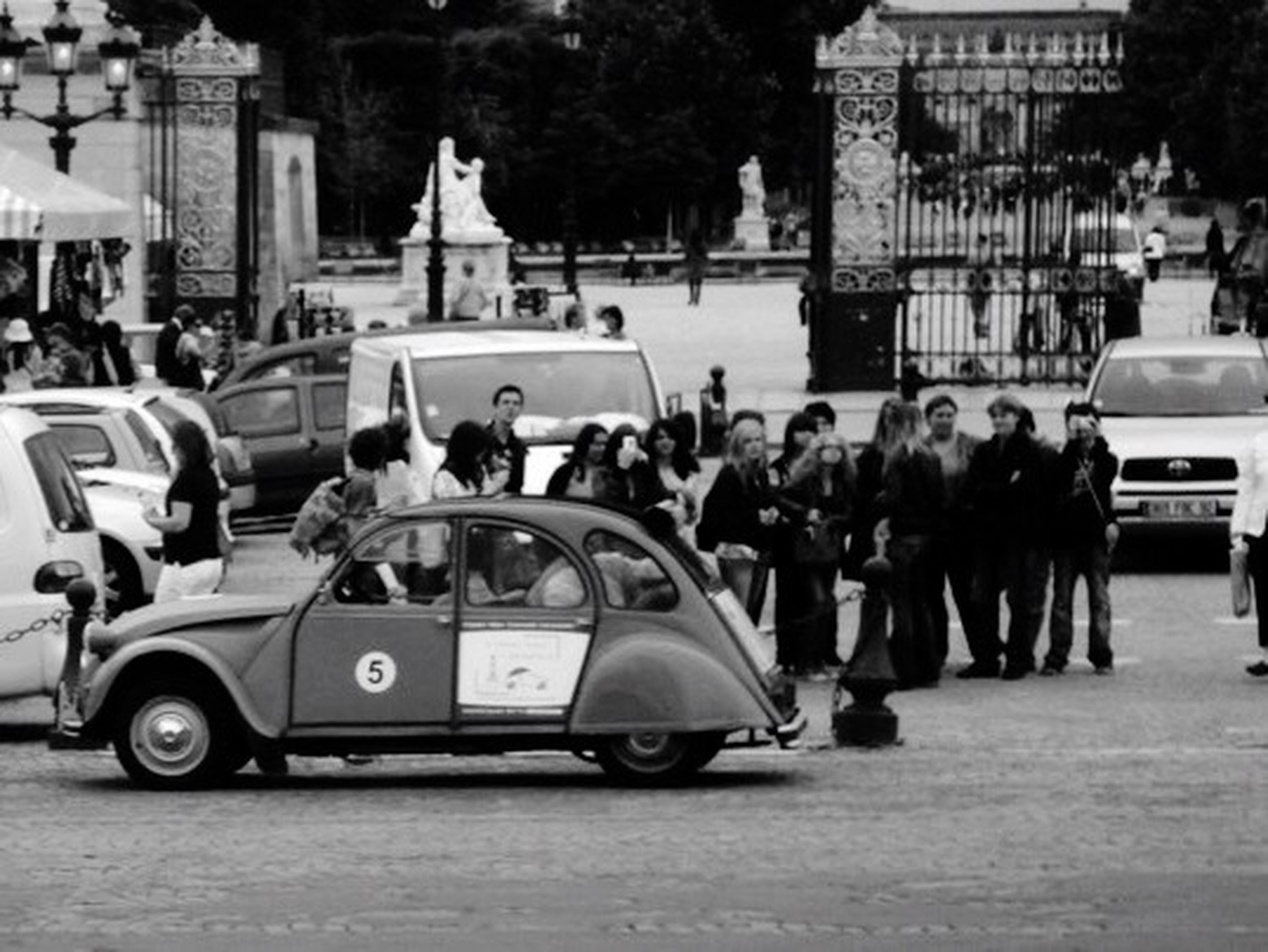 street, car, city, men, outdoors, architecture, day, large group of people, people, adult, police car