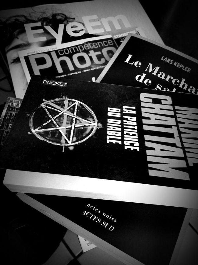 don't forget some books ... Bnw_friday_eyeemchallenge I'm Going On A Trip And I'm Taking... With Me. Books