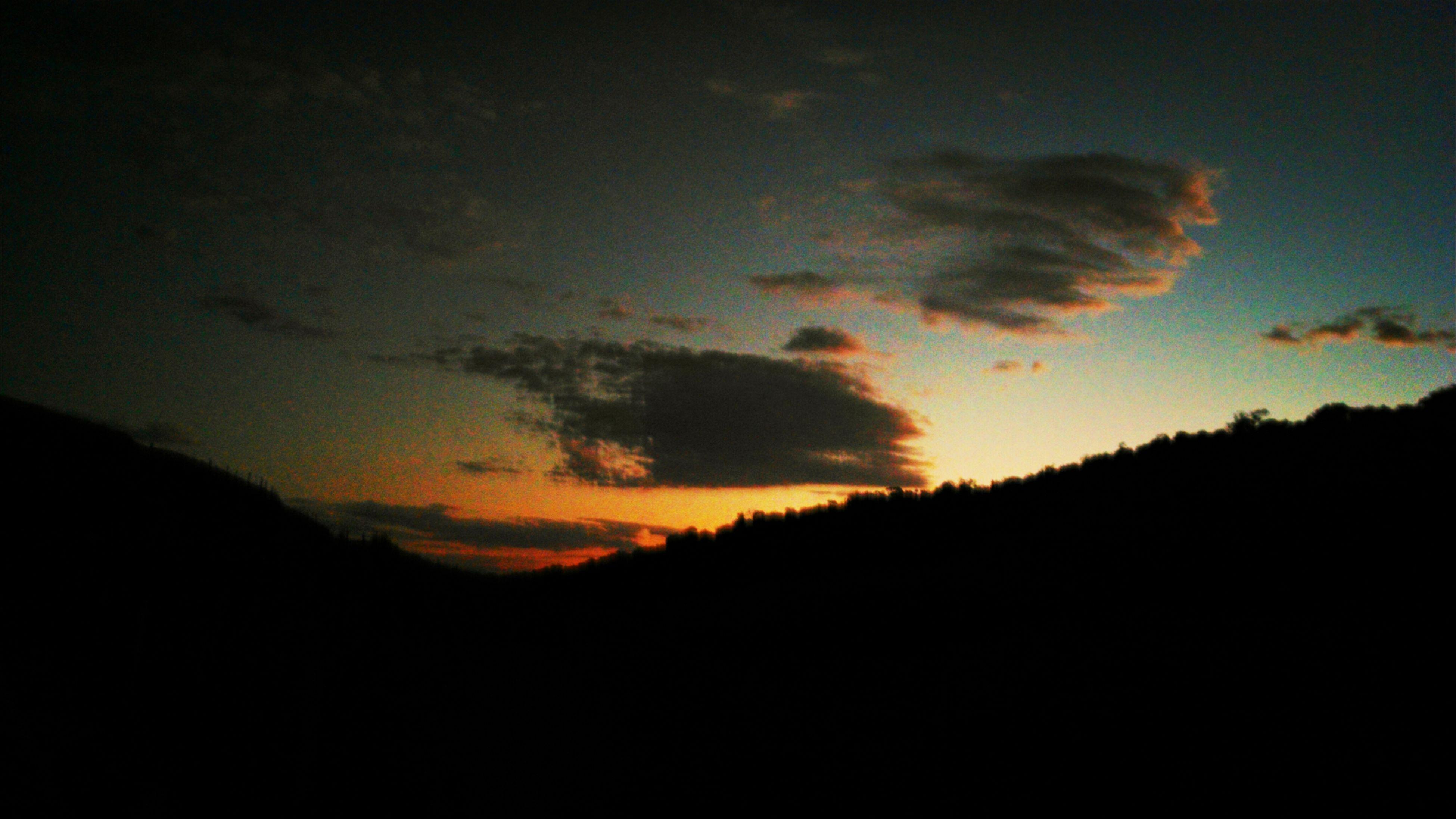 silhouette, sunset, scenics, tranquil scene, sky, beauty in nature, tranquility, dark, idyllic, orange color, nature, cloud - sky, landscape, dramatic sky, copy space, tree, dusk, cloud, majestic, outdoors