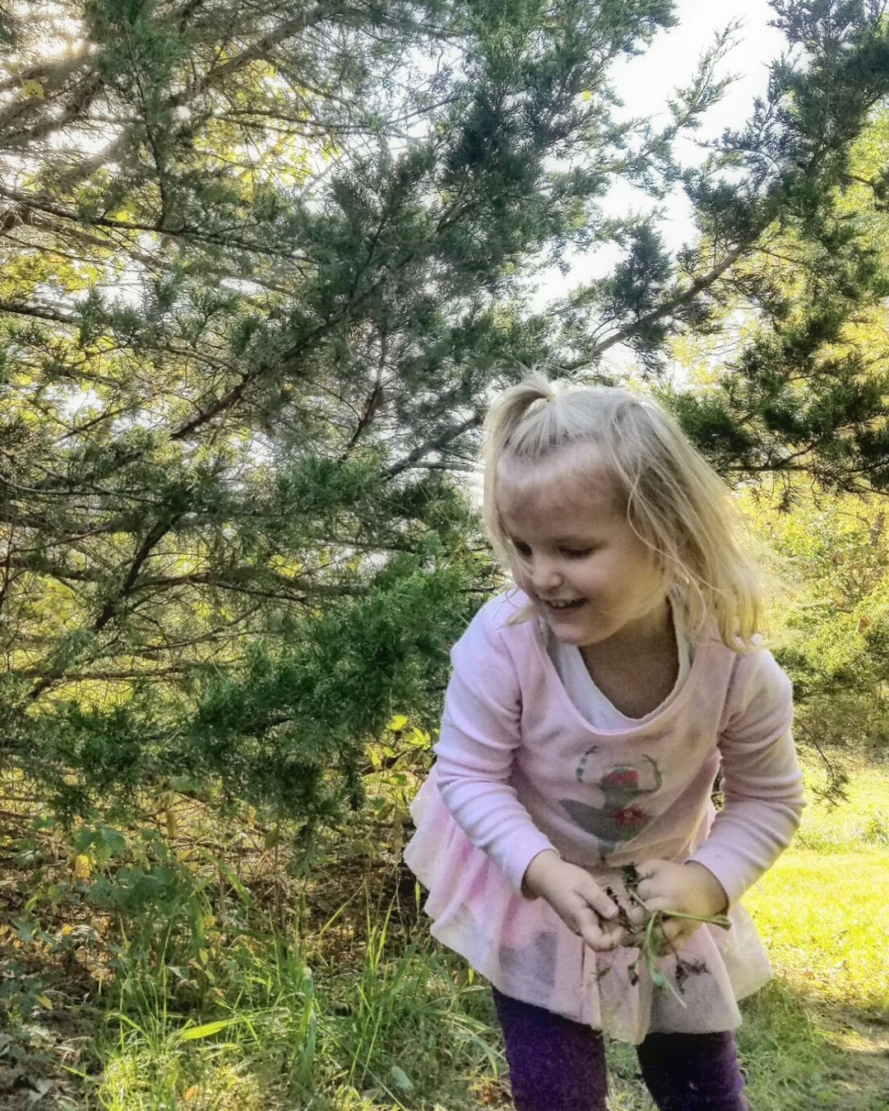 Collecting leaves and things at the park. Blond Hair Tree One Girl Only One Person Childhood Grass Day Outdoors Real People Nature Sky People Eye4photography  Samsung Galaxy S7 Edge Tranquil Scene Beauty In Nature Gwennie Goose Gwenniegoose Gwinning My Baby Girl <3