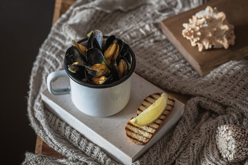 mussels in a cup Cup Day Healthy Eating Healthy Food Healthy Lifestyle Indoors  Lemon Meal Mussel Mussels No People Ready-to-eat Seafood SLICE Slowfood