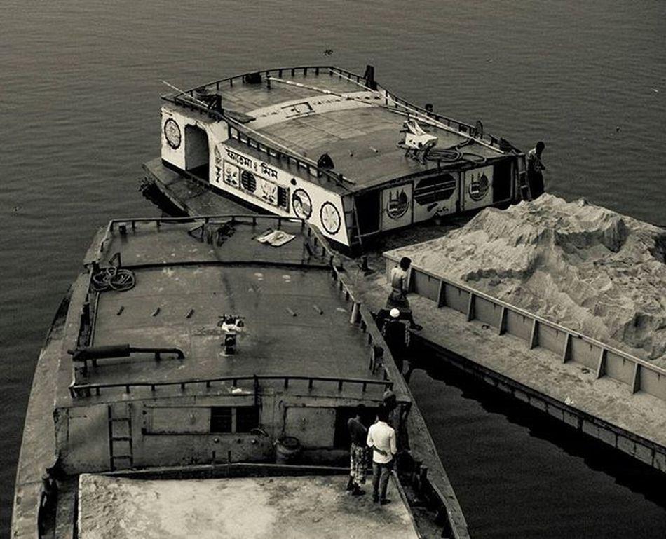 "So the person who said ""You can't have your feet on two boats simultaneously"" was wrong. Everydaydhaka Bangladeshigram Village Beautifulbangladesh_ Seasons December Winter Thisisbangladesh Canon Vscocam VSCO Vscohub Photographersofbangladesh Naturalbangladesh Winterinbangladesh River Boat Boats Love_for_bangladesh Monochrome"