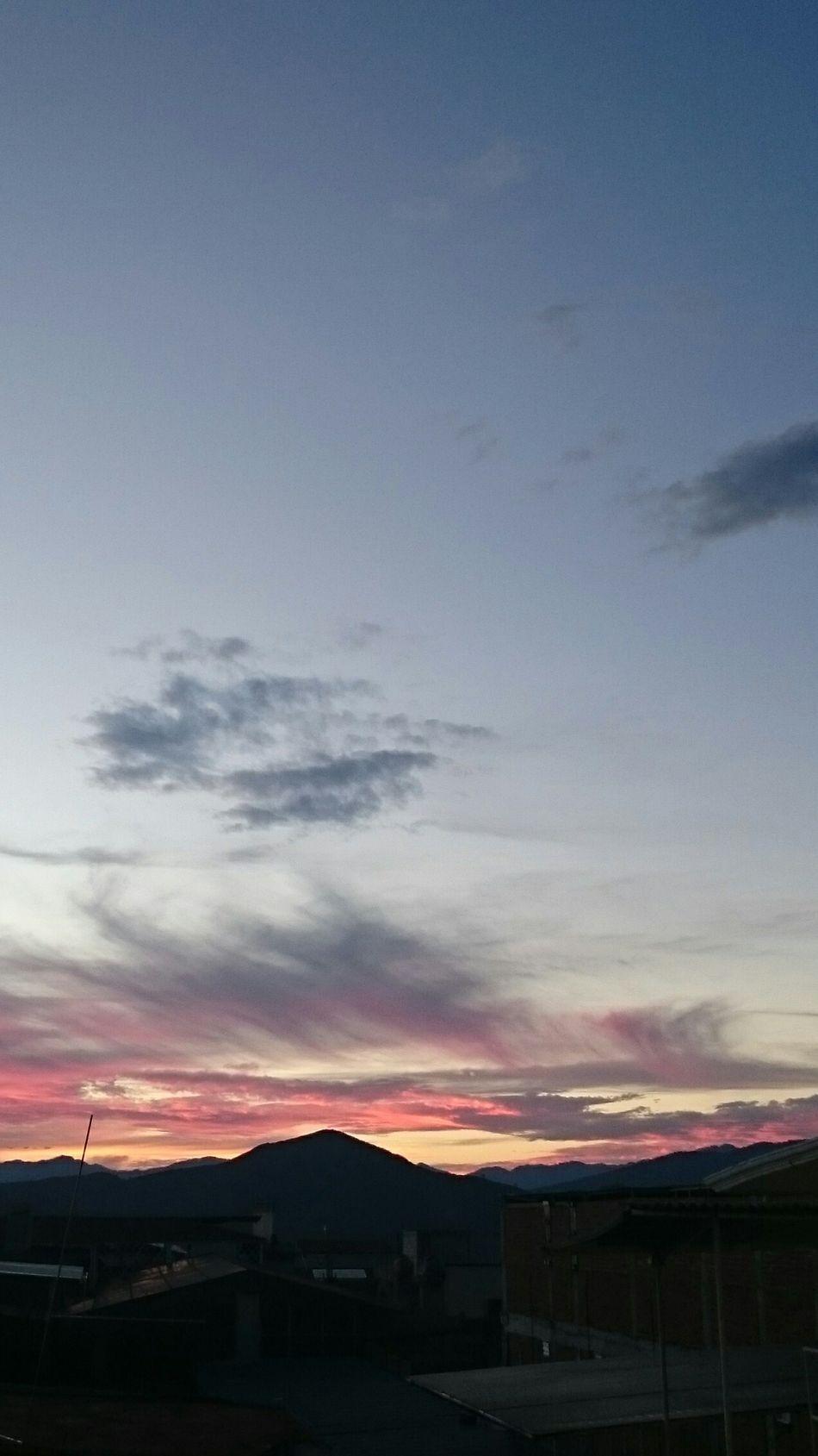 Mi pueblo del alma Mountain Sky Tourism Tranquility Red No People Cloud - Sky Scenics Mountain Range Atmosphere Michoacan, México MICHOACAN✌😘💯 Michocan Zitácuaro Atardecer Desdemiventana Mexico Original Photography Nofilter Mountain Sky City Cloud Blue Scenics