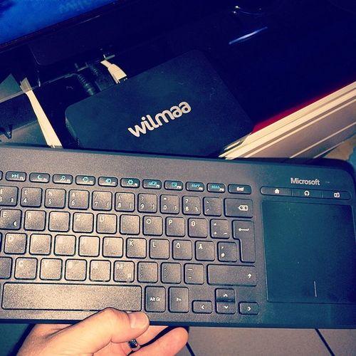Cool,ich kann meine neue microsoft_ch #AllInOnMedia Tastatur an die wilmaa anschliessen & damit steuern Wilmaa Allinonmedia Tv Untergaltung Microsoft Wasserdicht Konsum Vscocam Mousepad Fernsehen VSCO Tastatur Touchpad Vscogood Format Mediacenter Sitzfest Stossfest