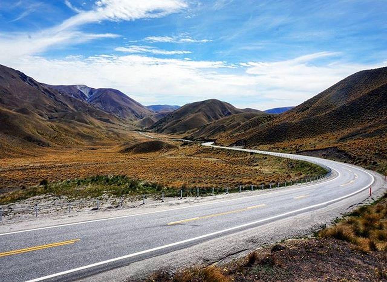 Beautiful Roads 2 - Lindis Pass. Lindis Pass Southernalps Southisland Newzealand Mountainroad Newzealandsoutback Bestmountainartists Wilderness NaturalBeauty Purenz Nzmustdo Neuseelandern Travel Newzealandguide