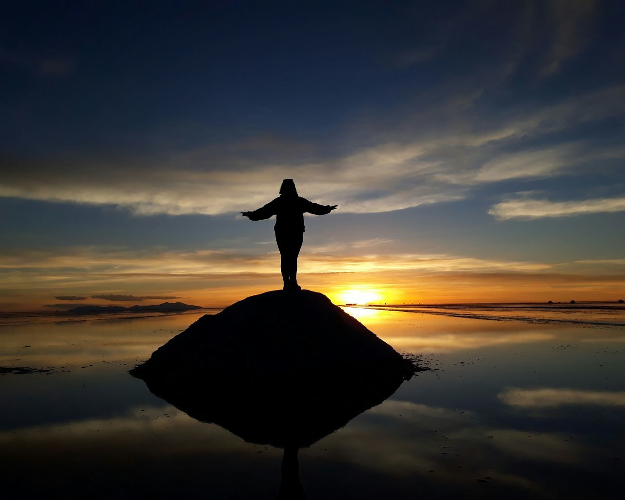 Feeling free.. Salar De Uyuni No Filter, No Edit, Just Photography Sunset Landscape Outdoors Beauty Travel Peaceful Place Water Beautiful View Nature Happy Sky Sin Filtros One Woman Only No Filter No Edit Just Photography Cheerful