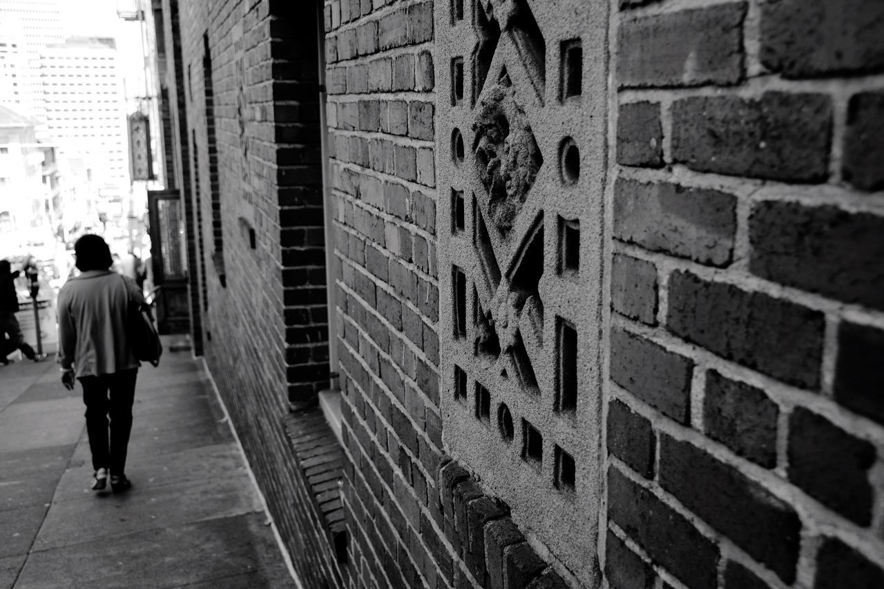 San Francisco Elderly Woman Portrait Portrait Of A Woman Walking Around City Brick Blackandwhite Black And White Window Wall Architecture Brick Wall Bricks Old Walking Walk Urban Urbanphotography Streetphotography Streetphoto_bw Street Street Photography City Life