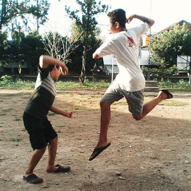 This Is Separta!👊 :v Eaa..... 🏃 inframe : @raditya_rahadi_1 @gung.agung Vscocam VSCO Lompat Levitasi Levitation Jump Melayang Imeetfreedom Cukup