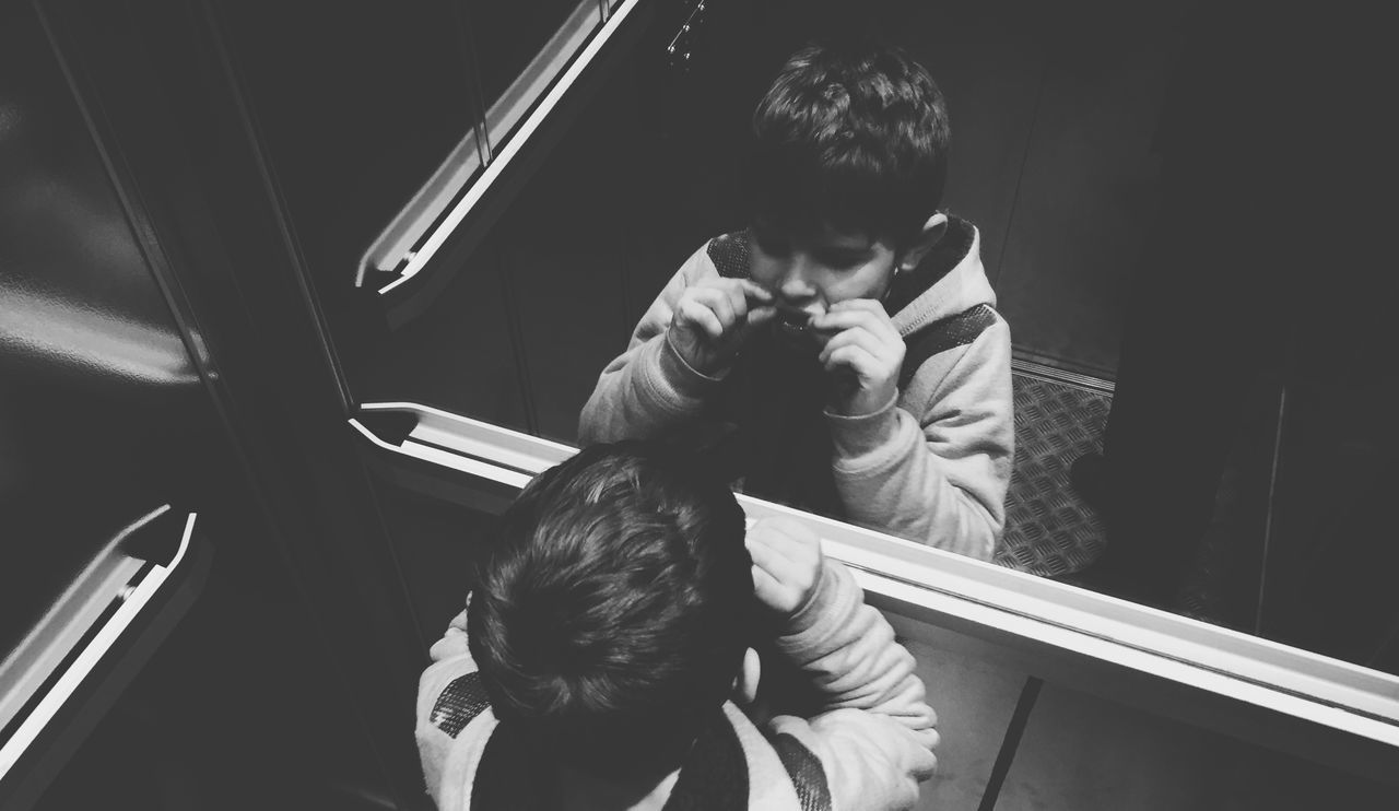 Lifestyles Real People Monochrome Black And White Boringphotography Blackandwhite Iphone6 IPhoneography Streetphoto_bw Streetphotography Boring Times Elevator