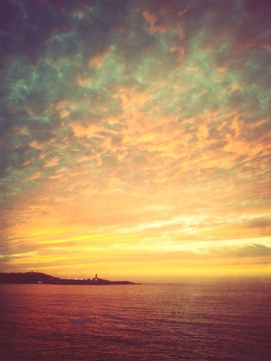 coruña's sunset!.. Sunset #sun #clouds #skylovers #sky #nature #beautifulinnature #naturalbeauty #photography #landscape Sky And Clouds Lighthouse Sunset