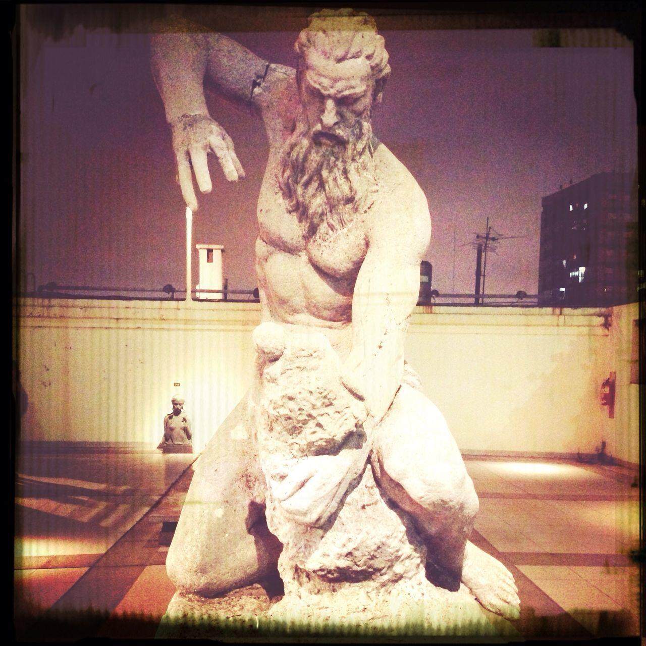Escultura en La Boca Art Museo NocheDeLosMuseos
