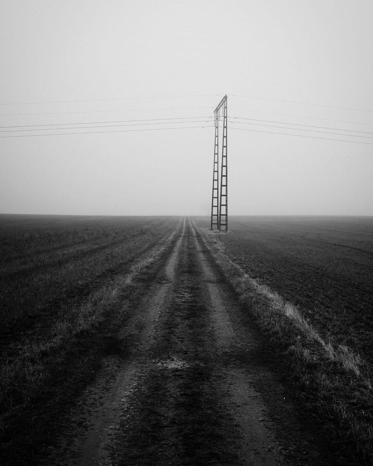 Field Landscape Tranquility Electricity Pylon Winter Shootermag Monochrome Bw_collection EyeEm Best Shots - Black + White Vanishing Point