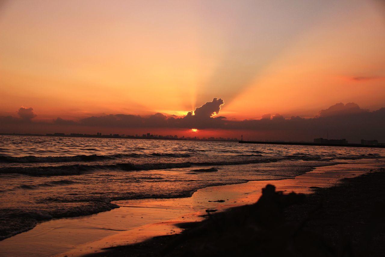 夕焼け小焼けでまた明日。 Sunset Sea Sky 幕張の浜 夕焼け小焼け Orange Color