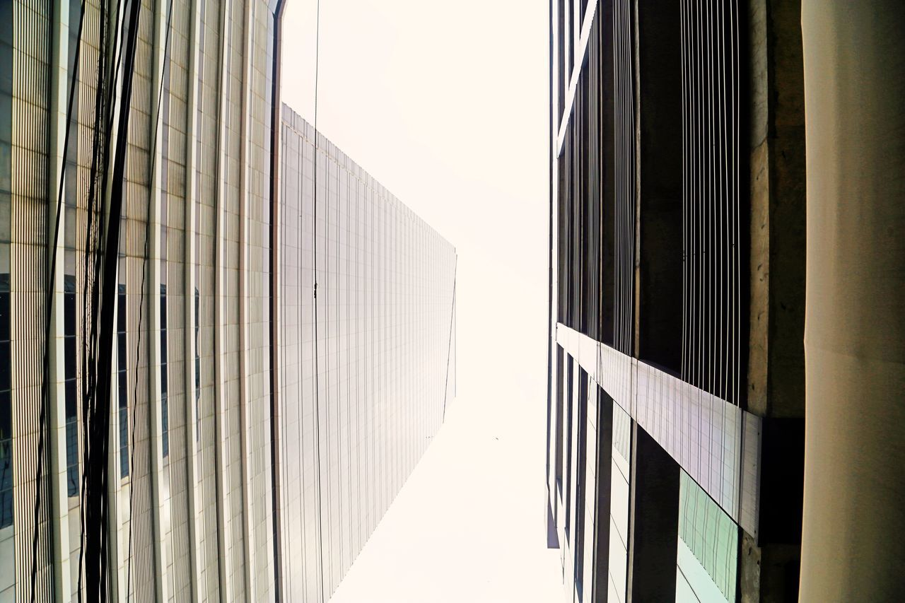 Häuserschlucht Skyscrapers Architecture Building Exterior Day High Walls Looking Up No People Outdoors Tall Buildings
