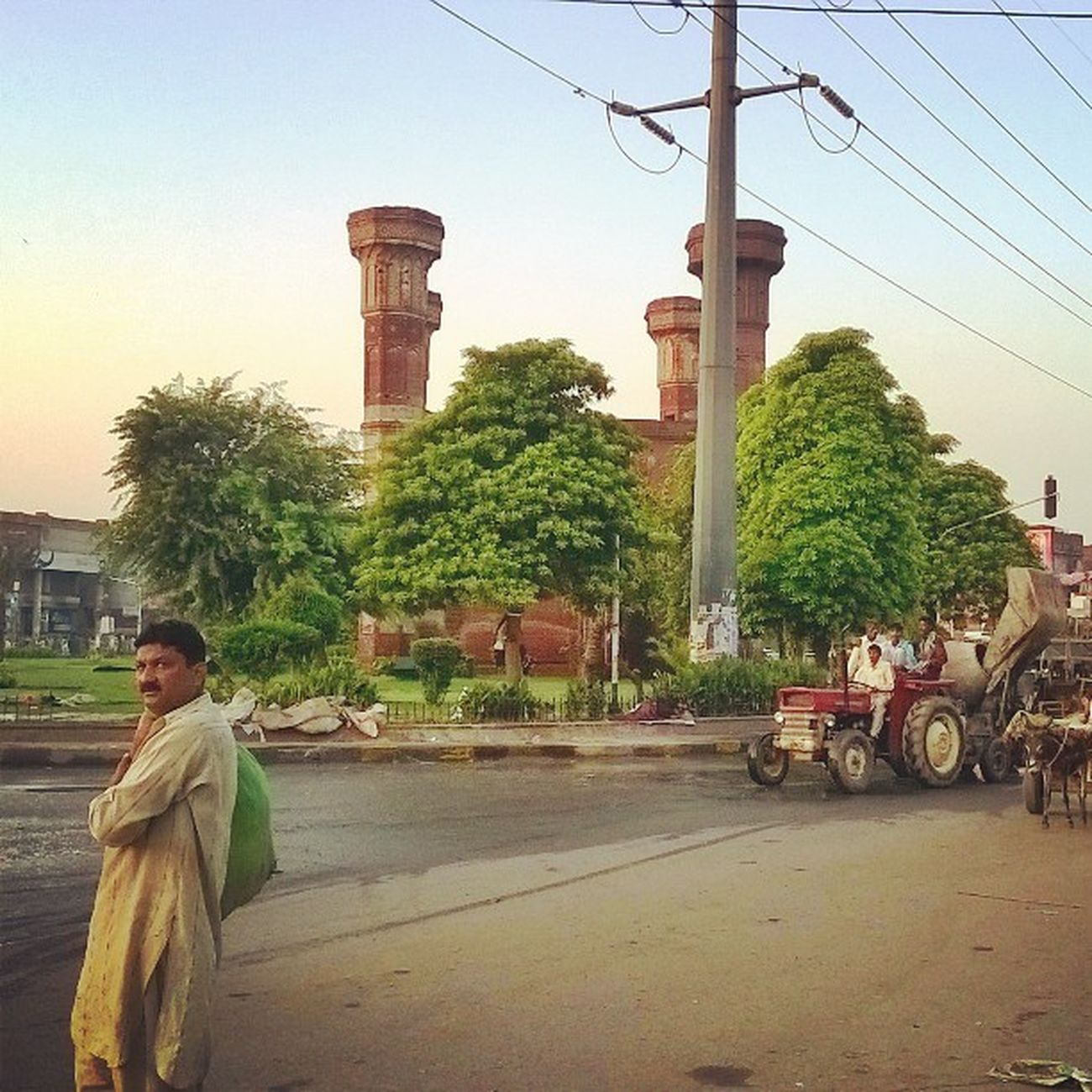Lategram Wapsi Lahore Choburgi Waiting Subha Subha Morning Glory