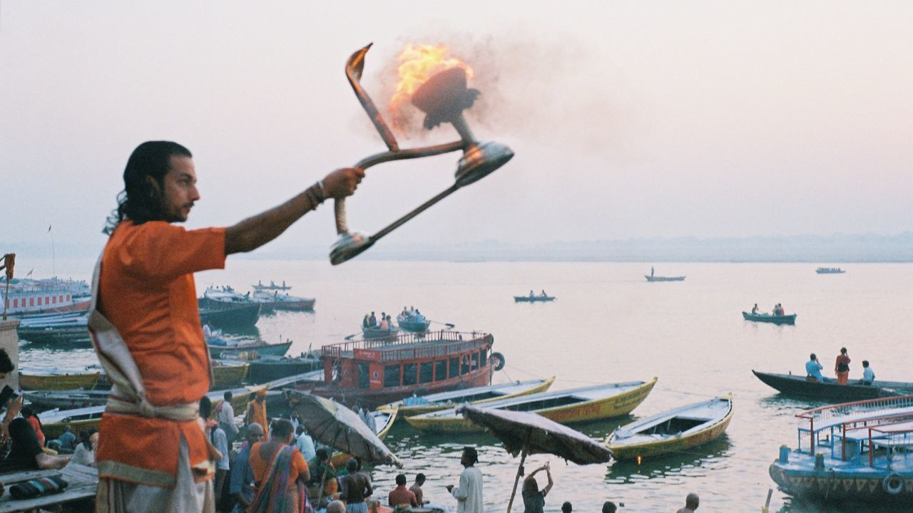 In the early morning of the Ganges RIver side, the Hindu priest rivergod ceremony. #photographic film by Leica The Photojournalist - 2017 EyeEm Awards