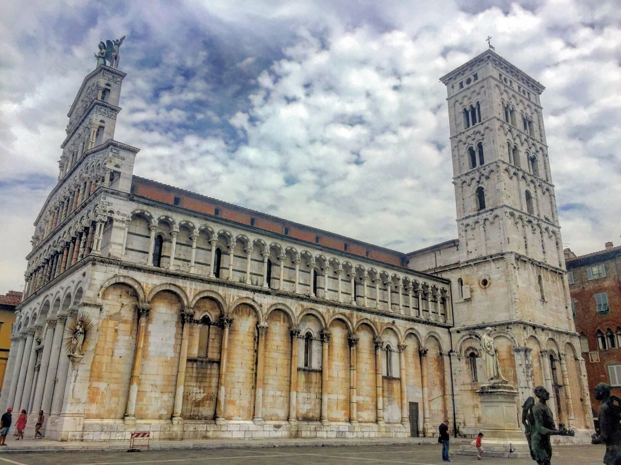 Lucca e il suo Duomo Architecture Travel Destinations Tourism History City Cloud - Sky EyeEm The Great Outdoors - 2017 EyeEm Awards Taking Photos EyeEm Selects Eye4photography  EyeEm Best Shots - Landscape EyeEm Best Shots EyeEmNewHere EyeEmBestPics EyeEm Gallery Religion Building Exterior Photography Place Of Worship Lucca Italy❤️