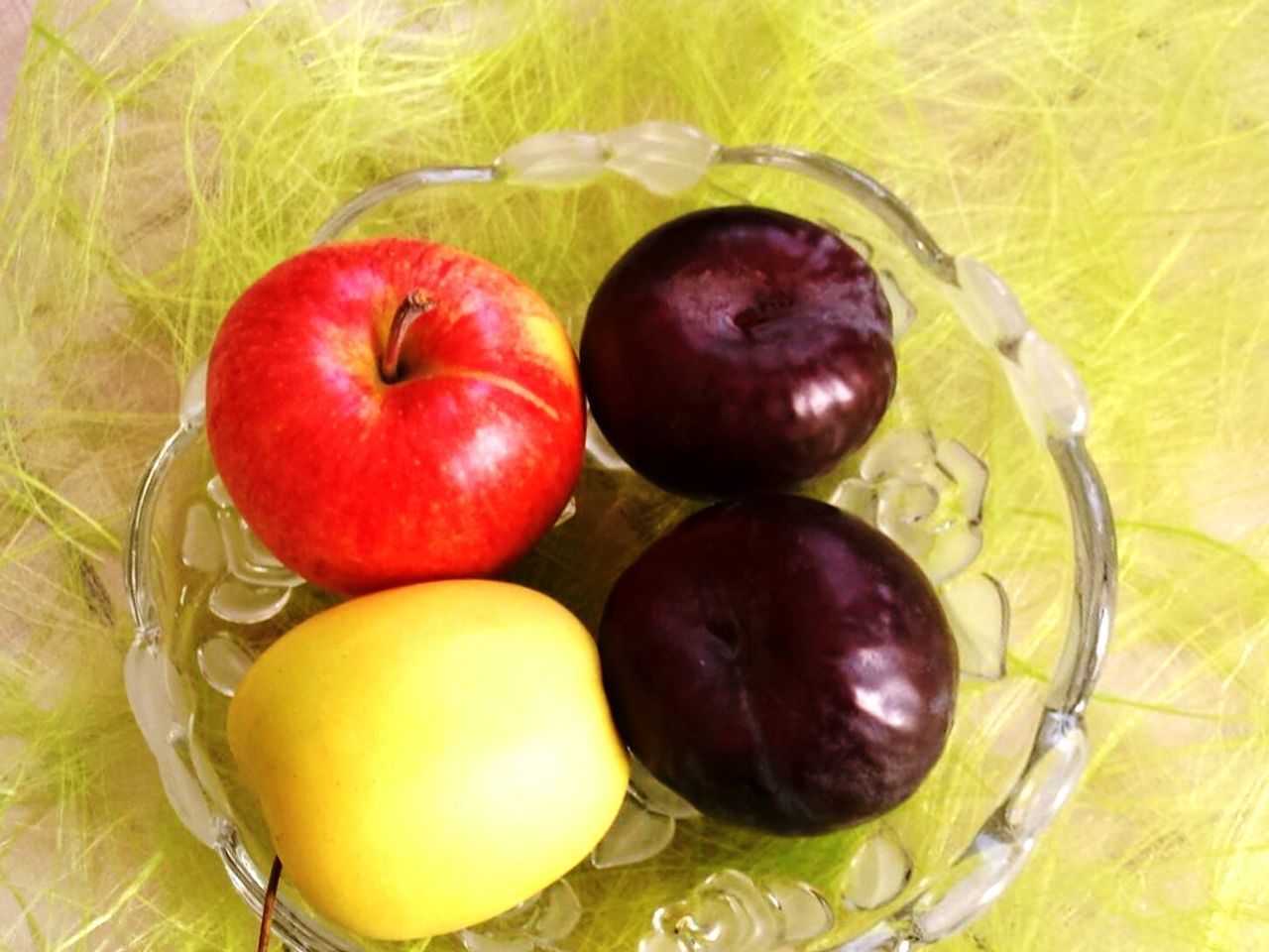 fruit, food, healthy eating, food and drink, freshness, apple - fruit, no people, yellow, grass, close-up, indoors, day
