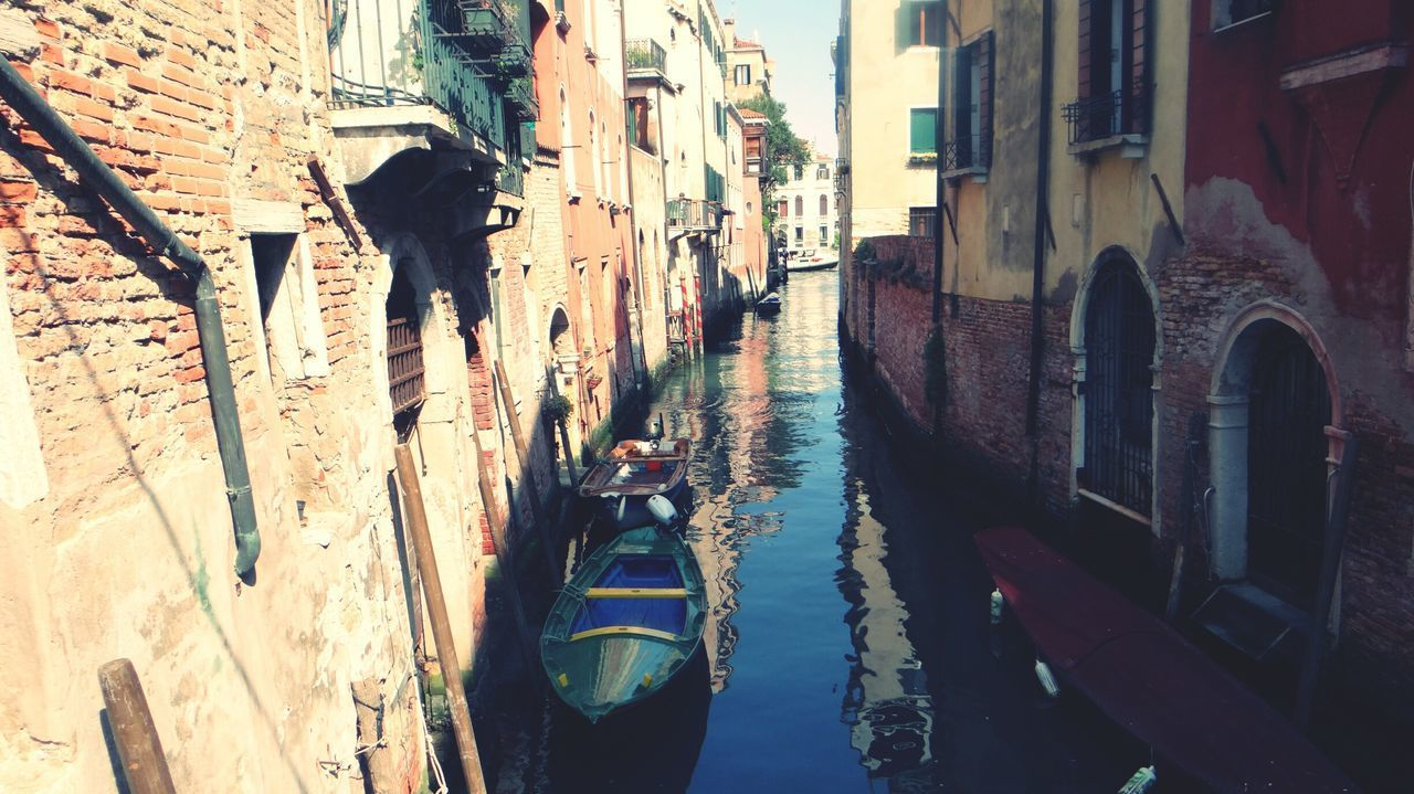 architecture, building exterior, built structure, canal, day, outdoors, water, no people, gondola - traditional boat