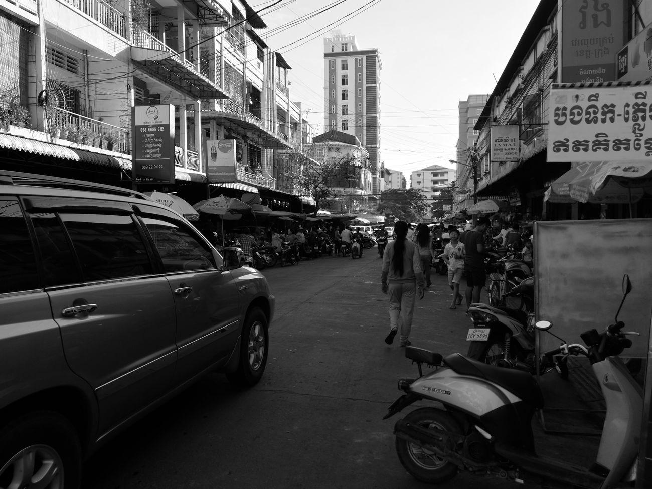 A Sunday morning in Phnom Penh Street People City Phnompenh Cambodia HuaweiP9 OrdinaryLife Sundaymorning