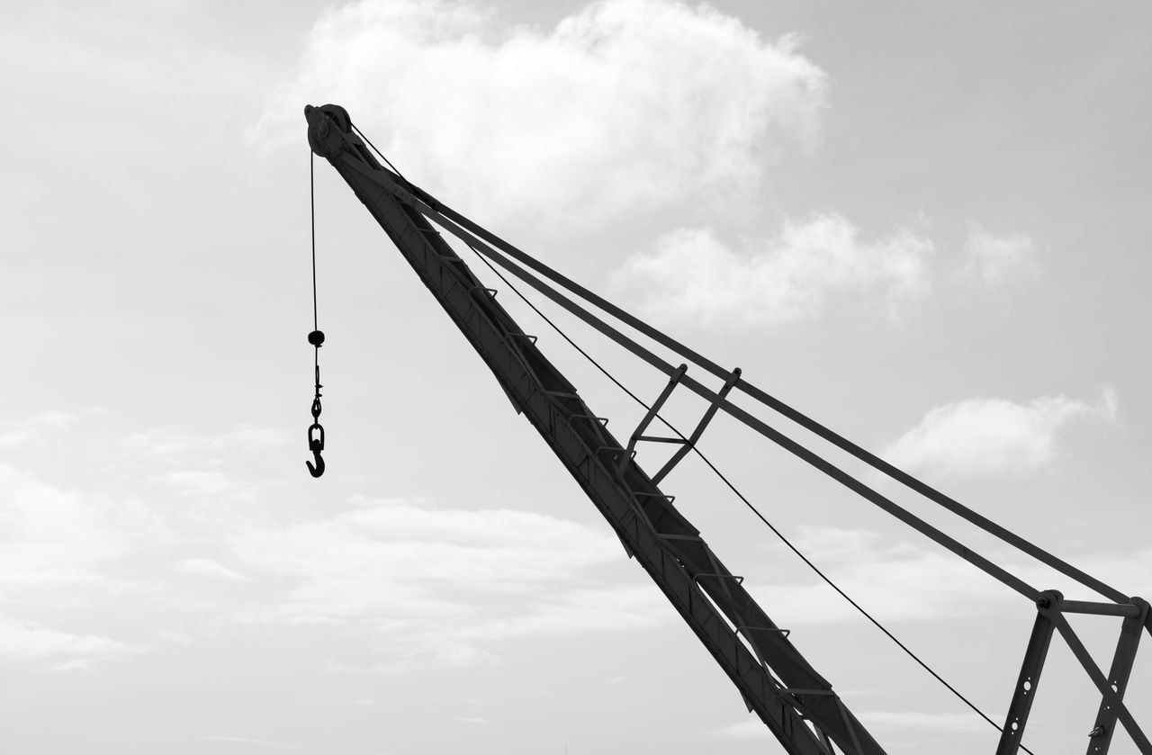 Old Crane Black & White Black And White Blackandwhite Industrial Sky And Clouds Blackandwhite Photography Bnw Eye4photography  EyeEm Close-up Dockside EyeEm Best Shots EyeEm Bnw EyeEmBestPics Monochrome EyeEm Gallery Taking Photos Portugal