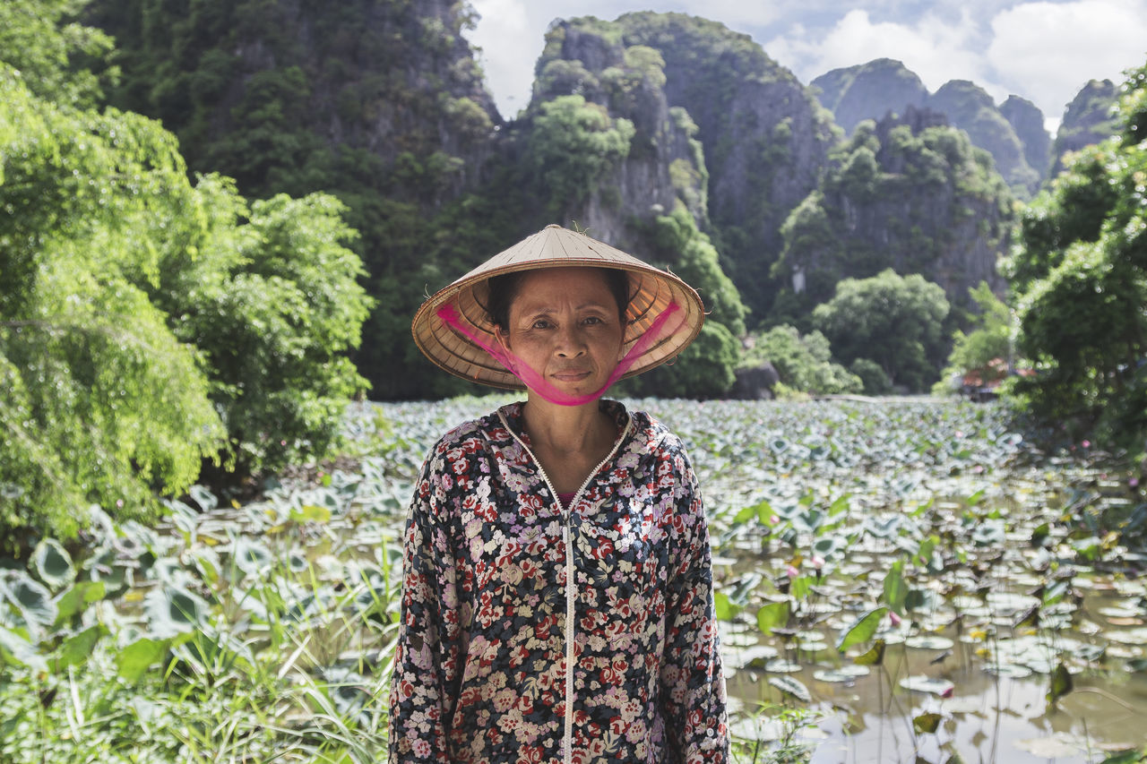 Beautiful stock photos of rosen, agriculture, farm, farmer, women