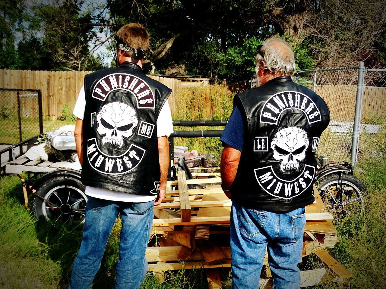 Standing Bonding Togetherness Casual Biker Life Bikers Brotherhood Mc Bikers Contemplating