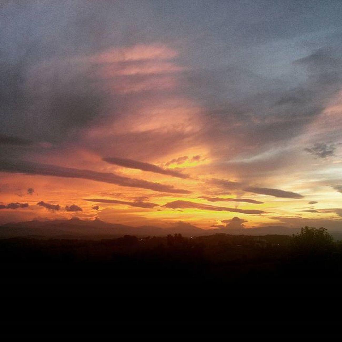 Tramonto Panorama Paesaggio Sun Sunset Sunlight Nature Natura Naturelovers Marche Marcheforyou Igersmarche Igersitalia Italia Italy Liveloveitalia Lategram Cielo Sky Skylovers SkyClouds Clouds Cloudscape Landscape