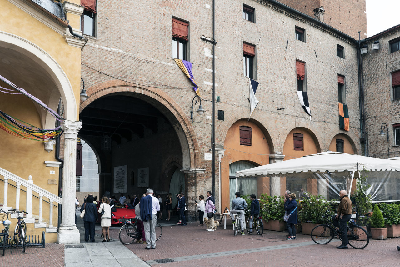 architecture, built structure, building exterior, real people, bicycle, arch, transportation, men, day, city, outdoors, women, people