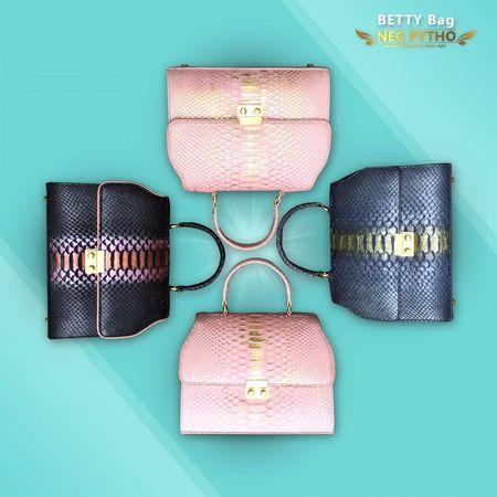 Famous collection by BETTY Bag😍😍 info order please contact Bio . Fashion Bag pythonbag Luxurylifestyle  luxurybags Fashionbag Bagdesigner Leatherbag Brand_negpytho Negpytho